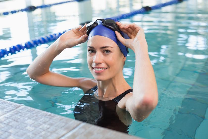 Már 30 perc is rengeteg kalóriát éget: zsírégető úszóedzés kezdőknek