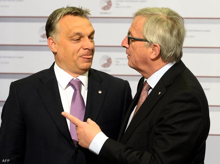 Jean-Claude Juncker és Orbán Viktor Rigában 2015. május 22-én