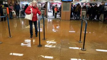 Undorító lötty árasztotta el a Lehel téri metrómegállót