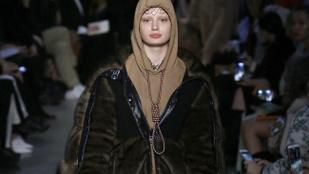 A Burberryt saját manökenje is kritizálta a nyakában kötelet viselő modell miatt