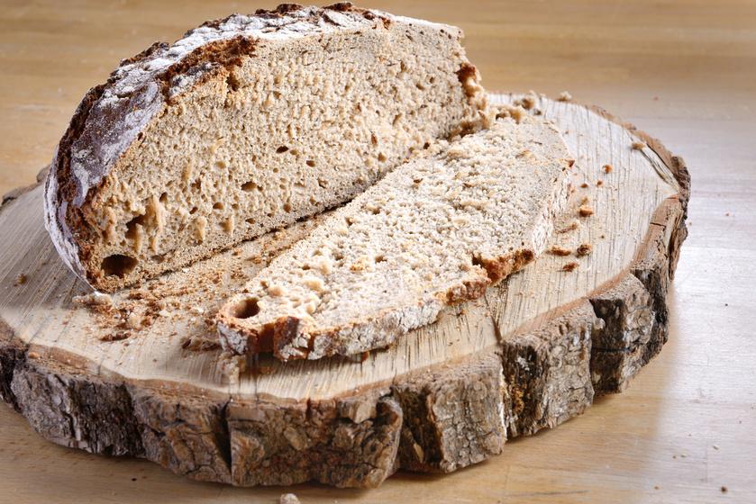 A teljes kiőrlésű liszt a búzaszem külső rétegeit is tartalmazza, és így a plusz rostanyagoknak köszönhetően kiegyensúlyozottabb inzulinműködést tesz lehetővé, és jót tesz az anyagcserének. Az ilyen lisztből készült kenyér állaga jóval sűrűbb, szénhidráttartalma több mint 2 grammal kevesebb a finomliszténél, azonban a rosttartalma jóval magasabb, így tovább eltelít.