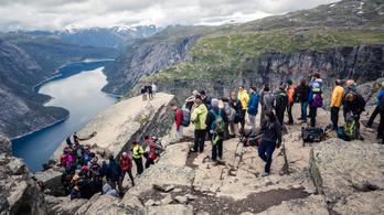 Nemcsak Bled, de Velence, Míkonosz és Izland sem bír már a turistaáradattal