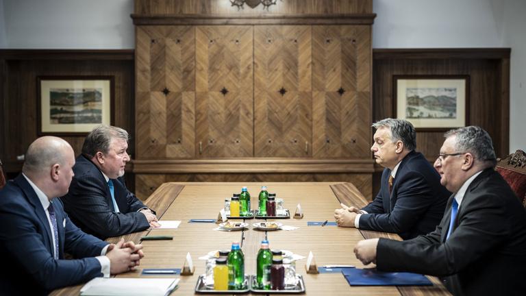 Putyinék bankja a világ összes kedvezményét megkapja Orbántól