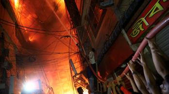 Legalább 78 halott egy bangladesi lakástűzben