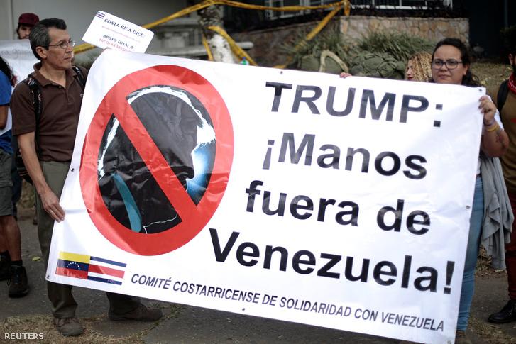 Maduro hívei tüntetnek az amerikai beavatkozás, azaz az országnak küldött segélyek ellen