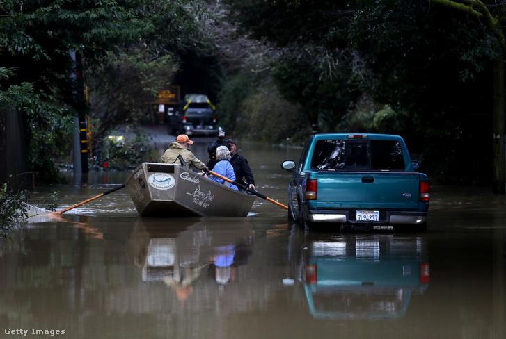 A heves esőzések miatt Kaliforniában több folyó is kilépett a medréből idén februárban
