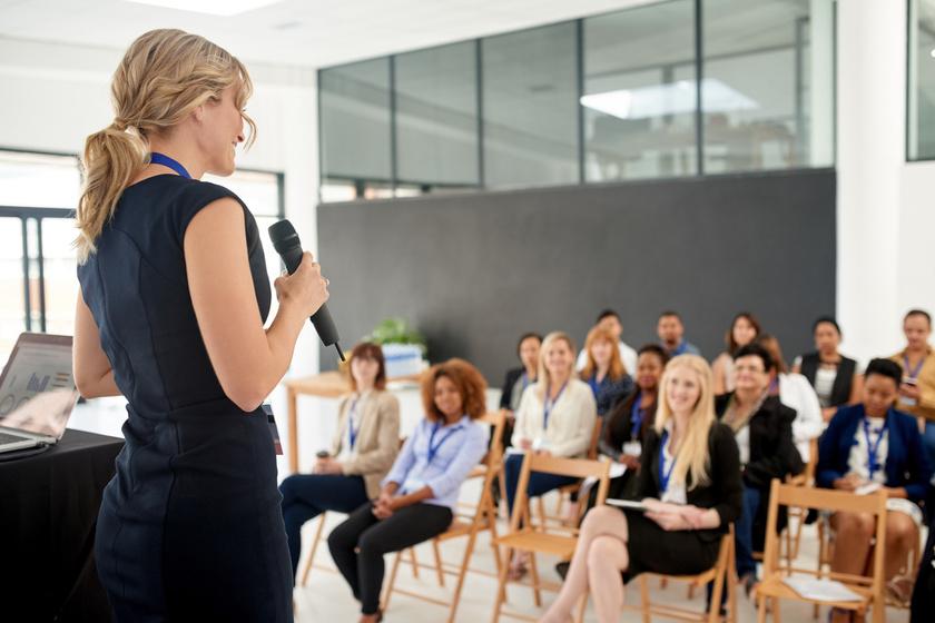 előadás prezentáció nő izgul (2)