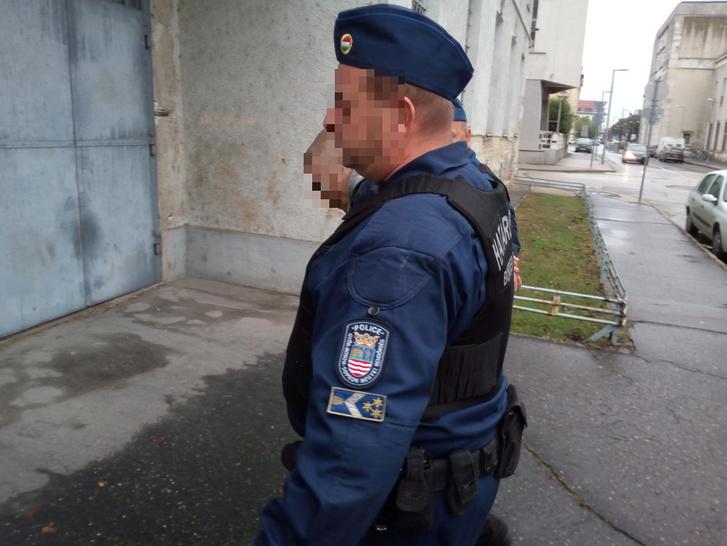 Elfogása után rendőrök kísérik Z. Krisztiánt 2017. szeptember 20-án.