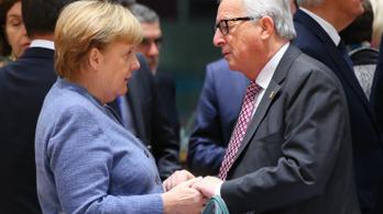 Merkel kiállt Juncker mellett a magyar kormányplakátok ügyében