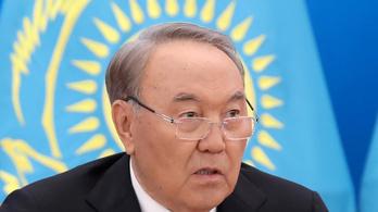 Kazah nép teljes kormánya menni levesbe