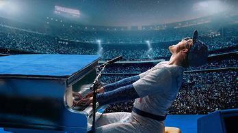 Elton John felteszi platformcipős lábát a zongorára
