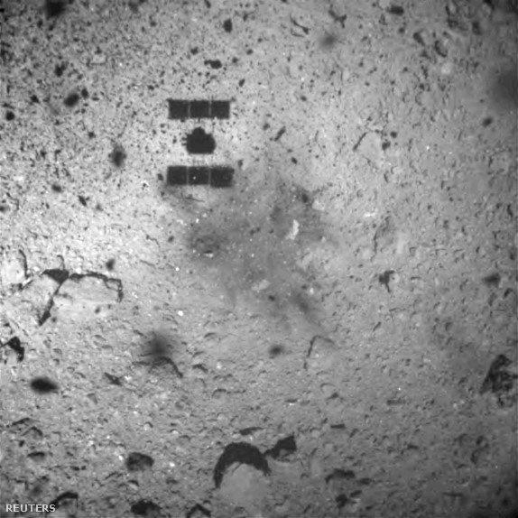 Hajabusza-2űrszondáról készített kép a Ryugu felszínén, amit az ONC-W1 készített 2019. február 22-én