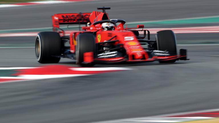 Valami nem stimmel a Mercivel? Bezzeg a Ferrari!