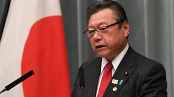 Háromperces késése miatt került bajba egy japán miniszter