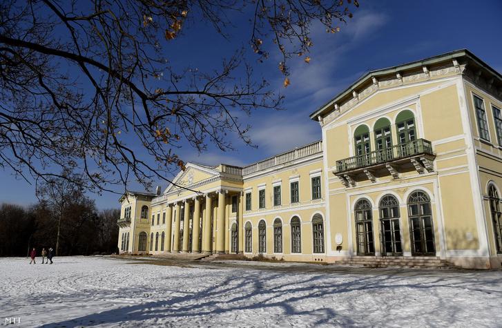 A fóti Károlyi István Gyermekközpont központi épülete