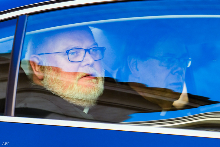 Reinhard Marx bíboros távozik a Vatikánból, 2019. február 23-án.
