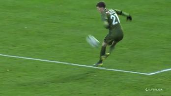 Zseniális labdalevétel után jött a 19 éves dán gólja