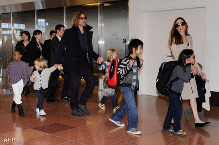 November 8-án Tokióba érkezett Brad Pitt és családja, ezzel véget ért magyarországi tartózkodásuk.