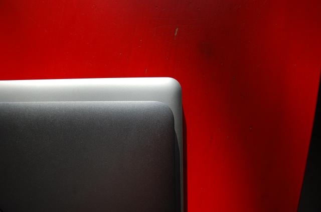 Kisebb, mint a Macbook Pro, mégis elfér benne egy 13 hüvelykes kijelző
