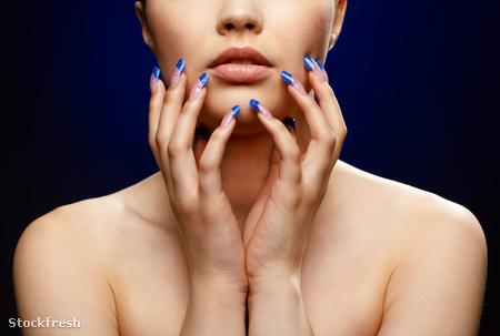 stockfresh 1476512 girl-with-blue-manicure sizeM