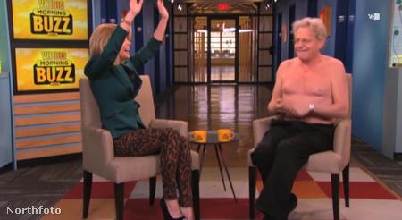 Jerry Springer levetkőzik a Big Morning Buzz című műsorban a VH1-on
