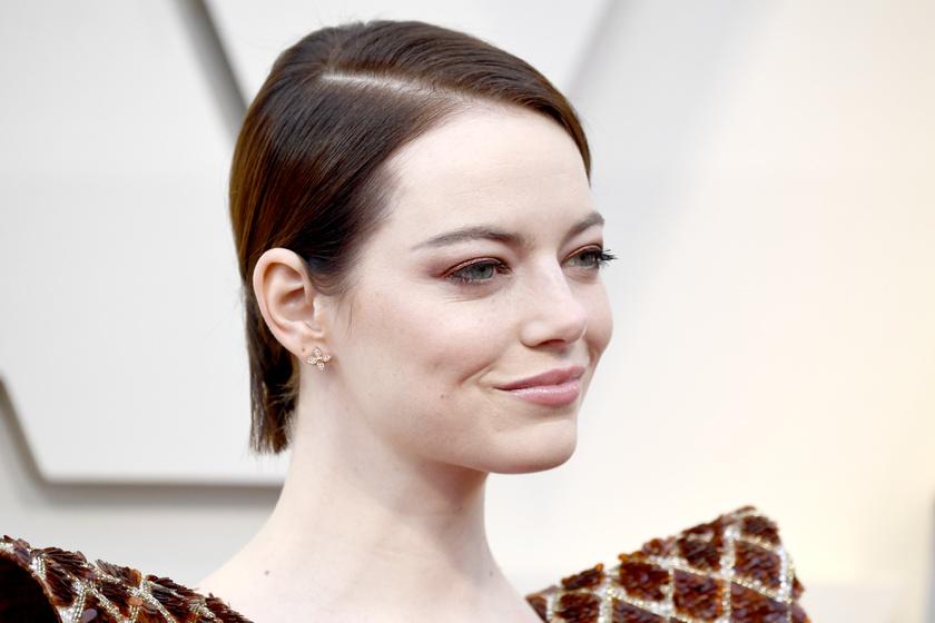 Emma Stone rémes ruhában ment az Oscarra - Képeken a legszörnyűbb szettek