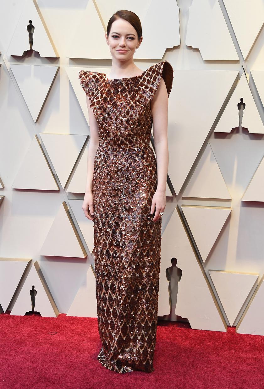 Nem igazán értjük ezt a ruhát. Kár a divatbakiért, hiszen máskor Emma Stone nagyon csinos szokott lenni.