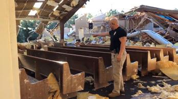 Egy tornádó elpusztította a templomot, de a keresztelőt megtartották