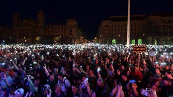 Szidta a rendőröket a tüntető, 150 ezerre büntették