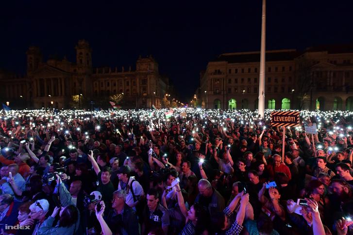 Tüntetés a Parlamentnél 2018. április 14-én.