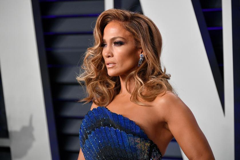 Jennifer Lopez szexi ruciban az Oscar afterpartiján - A bugyiját is majdnem kivillantotta