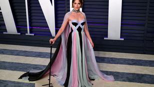A gyógyíthatatlan beteg Selma Blair bottal jelent meg az Oscar vörös szőnyegén