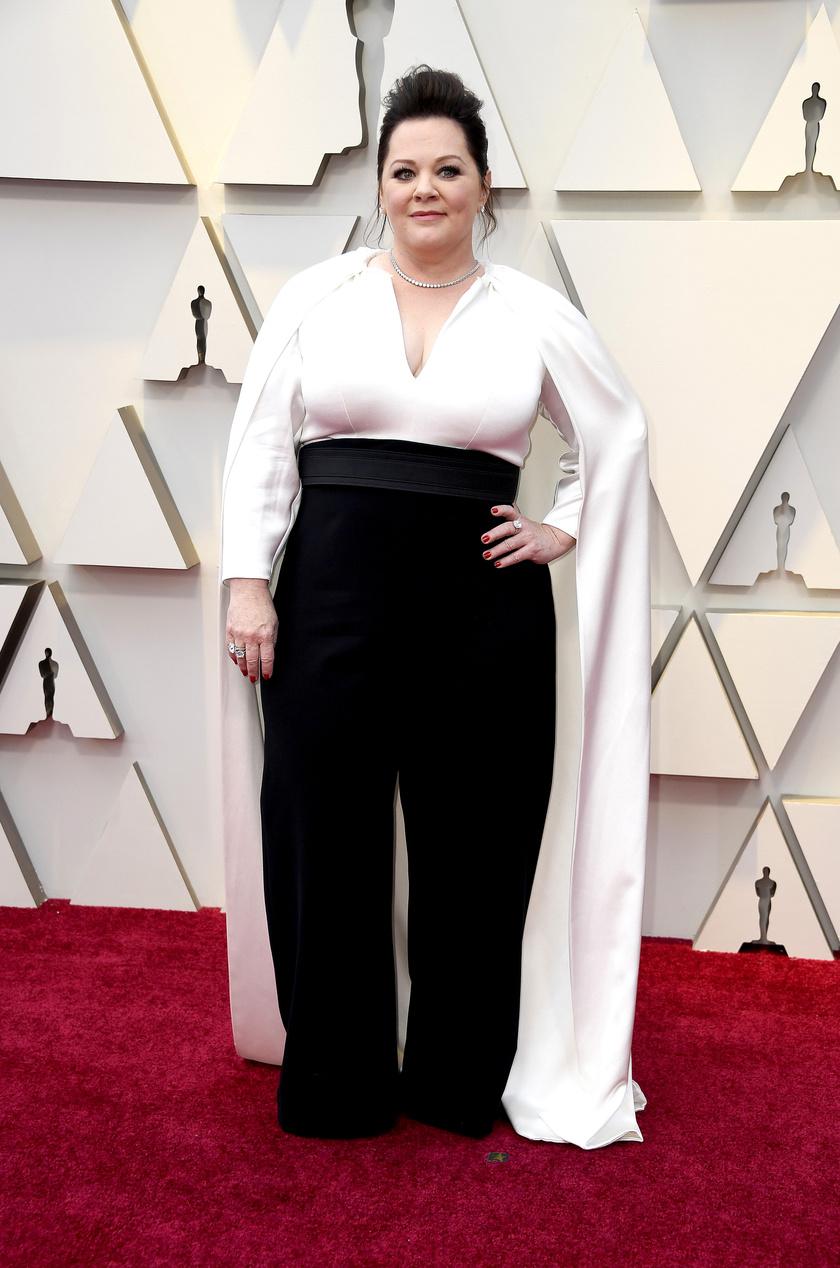 Melissa McCarthy egy fekete-fehér szettben lépett a vörös szőnyegre a 2019-es Oscar-gálán.