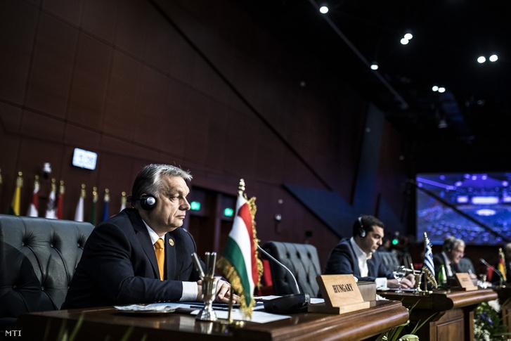 A Miniszterelnöki Sajtóiroda által közreadott képen Orbán Viktor miniszterelnök (b) az Európai Unió és az Arab Liga első alkalommal megrendezett csúcstalálkozóján az egyiptomi Sarm-es-Sejkben 2019. február 24-én