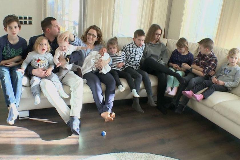 A 12 tagú Joób család