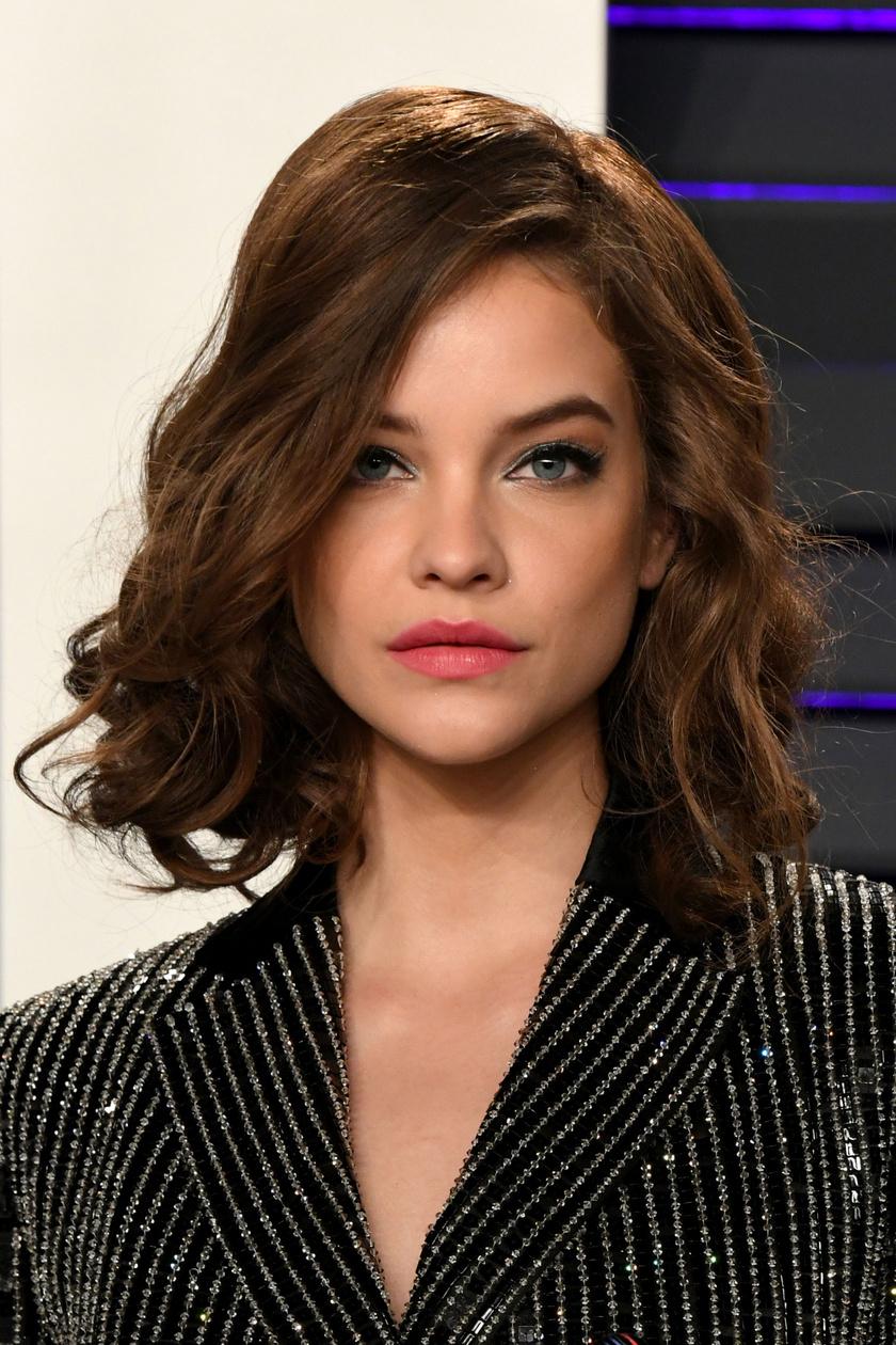 Palvin Barbara frizurája és visszafogott sminkje csillagos ötös volt a Vanity Fair Oscar-afterpartiján.