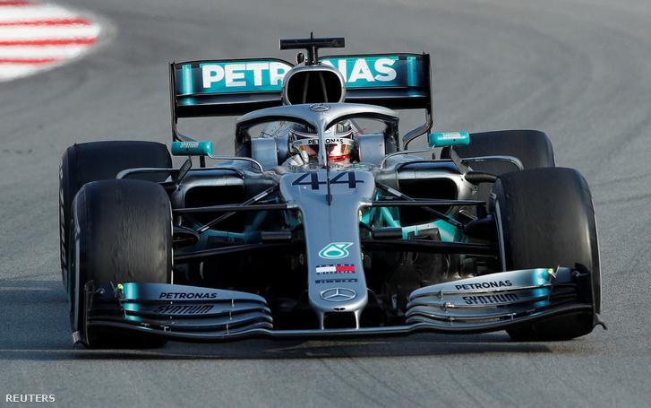 A Mercedes teljes széles szárnya