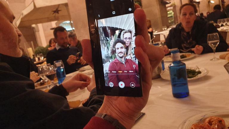 Kezemben a hajlítható Huawei Mate X