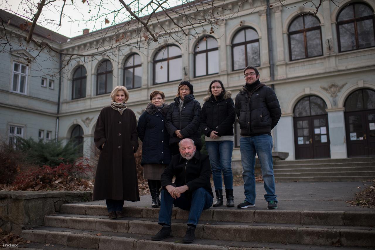 A Göcseji Múzeum digitalizálásban résztvevő csapata: Dömötör Andrea, Béres Katalin, Megyeri Anna, Horváth Lilla, Hajós Bálint. Aki ül: Kaján Imre igazgató.