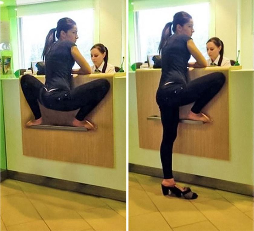 Futótűzként terjed az interneten a fotó, amin egy nő furcsa békapózban áll egy lehetetlenül pici polcon. Valójában csak az egyik lábát tette fel, bár a kép így is meglehetősen furcsa.