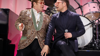 Imádja az internet a két Elton John duettjét