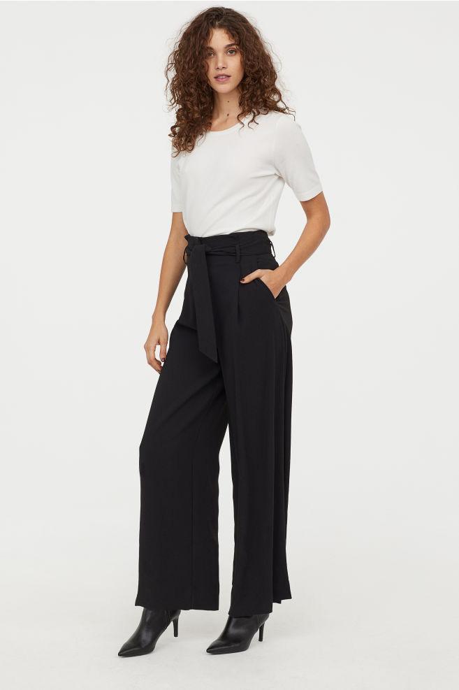 d682ef06db A H&M magas derekú, kötős és egyenes, bő szárú nadrágja extra nőies,  ráadásul