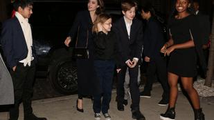 Angelina Jolie hat gyerekével közösen fotózkodott