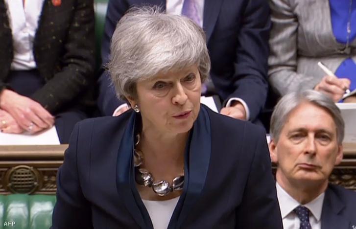 Theresa May a brit alsóházban beszél a képviselőknek 2019. február 26-án