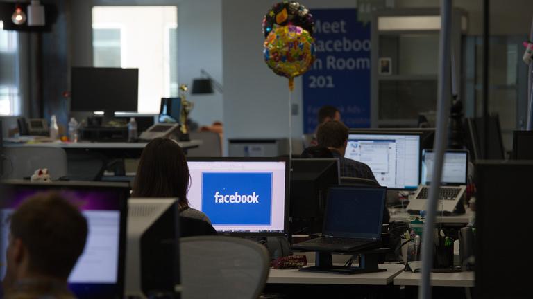Szorongás és kizsákmányolás a Facebook-moderátorok élete