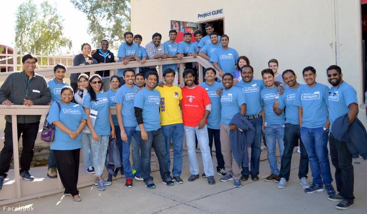 Cognizant Phoenix 28 alkalmazottja, akik részt vettek egy jótékonysági rendezvényen Phoenixben 2017. január 22-én
