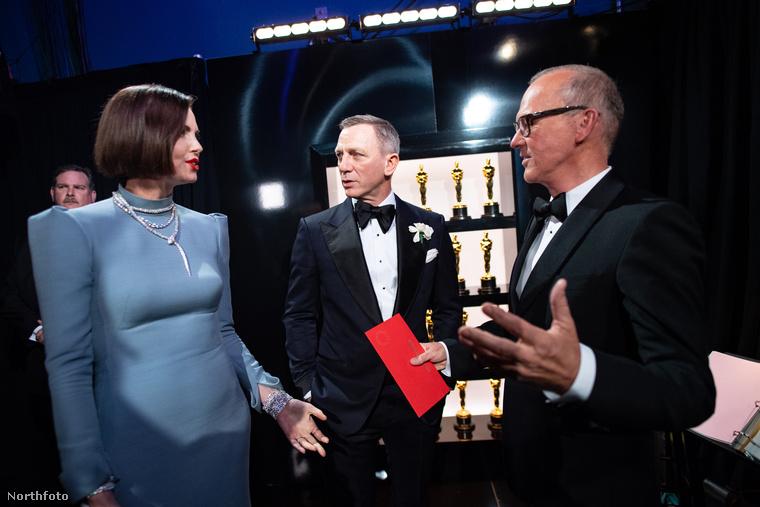 Itt Charlize Theron, Daniel Craig és Michael Keaton a komolykodás háromszögébe lépve diskuráltak.