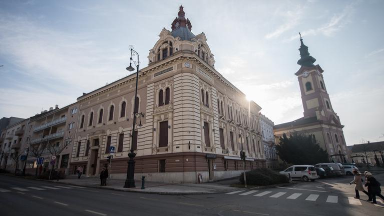 A város, amelyet lenyomott egy nagyközség