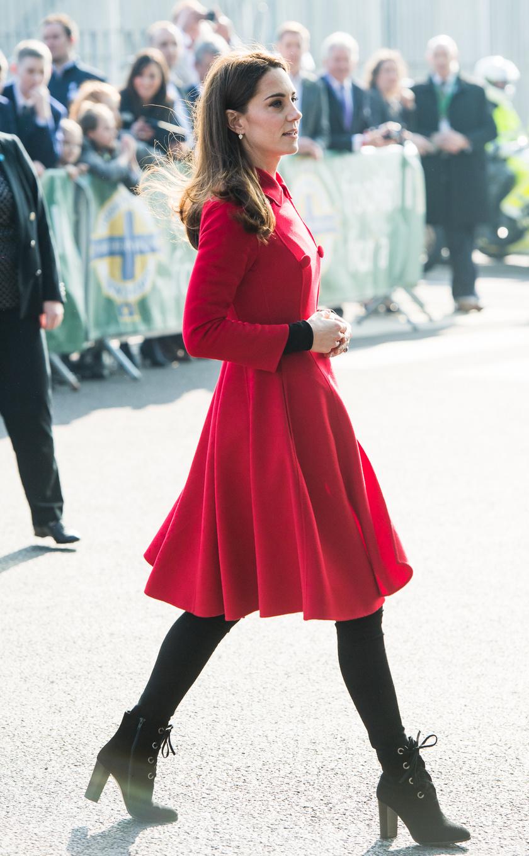 Katalin hercegnének mindig remekül áll ez az élénk szín - most is kiragyogott a tömegből.