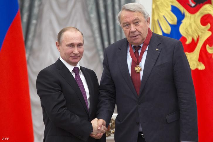 Putyin és Vlagyimir Fortov, az Orosz Tudományos Akadémia volt vezetője Moszkvában, 2016. március 10-én